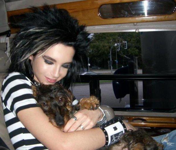(914)Bill et sa chienne dans le tourbus 2006