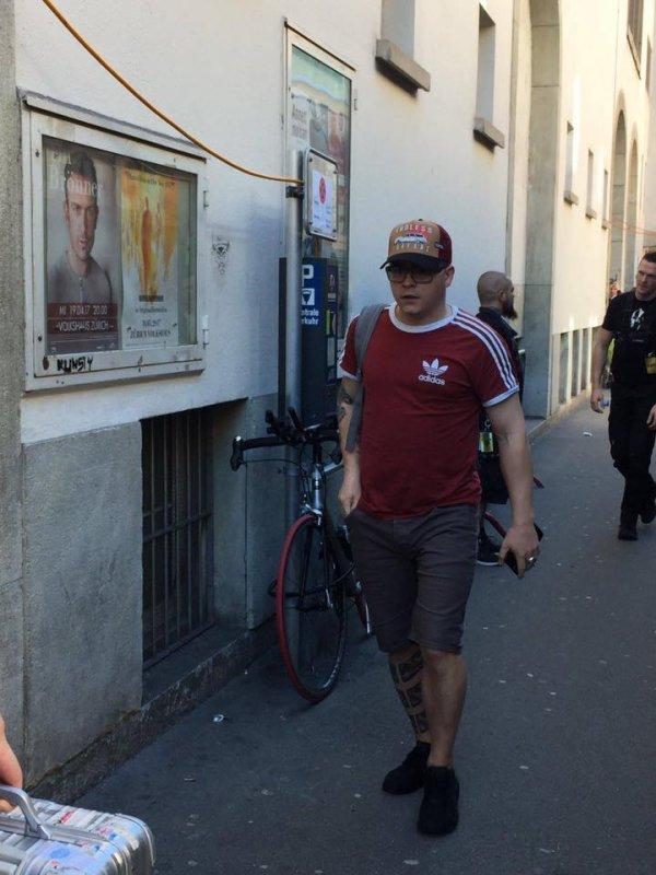 #DMZurich Le groupe est arriver sur le lieu du concert à Zurich.