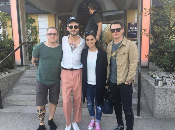 Photo-Bill, Georg et Gustav avec une fan, Munich-30.03.2017
