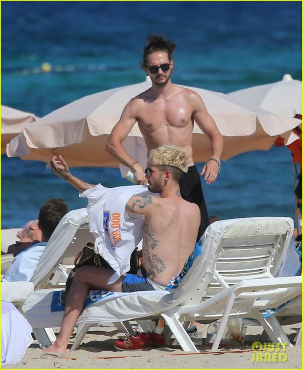 Bill et Tom à IBIZA en meilleure qualité photo