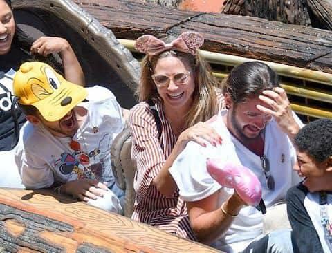 Nouvelles photos de Tom, Heidi, Bill et Simone suite 2