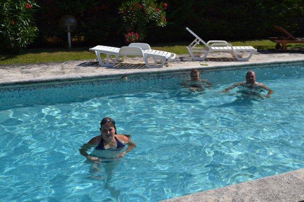 moi dans la piscine en vacance juillet 2013 dans le sud de la france <3