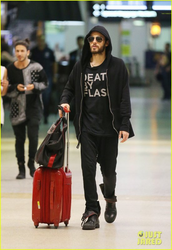 Jared At Melbourne Airport – 26 March 2014
