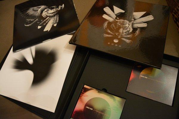 Reçus mon Précieux :D Coffret A Thousand Suns Linkin Park <3