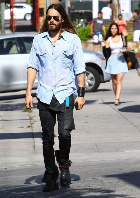 Jared Out & About in Studio City – 17 Mai 2014