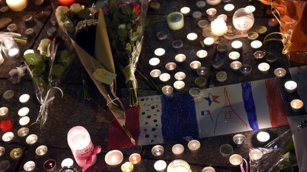 Attentats à Paris 13 Novembre 2015 .....