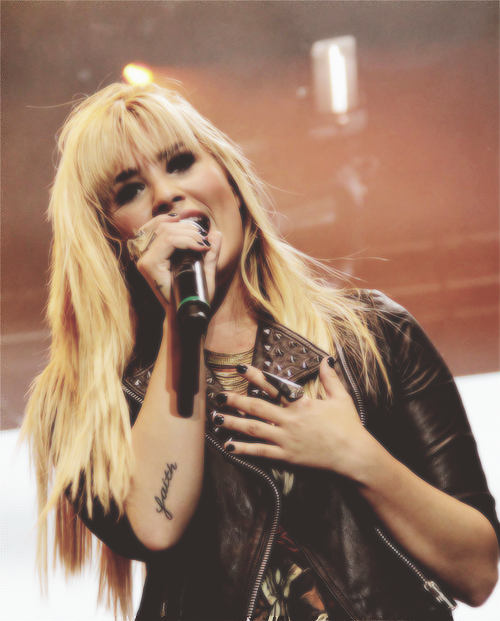 Demetria Devonne Lovato 2 <3