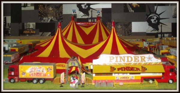 Nouveau chapiteau Pinder + tente d'accueil 1/87