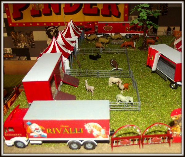 Maquette cirque RIVALLI  1/87ème
