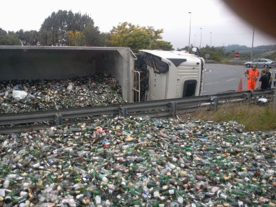 Accident de camion A16 (charger de verre)