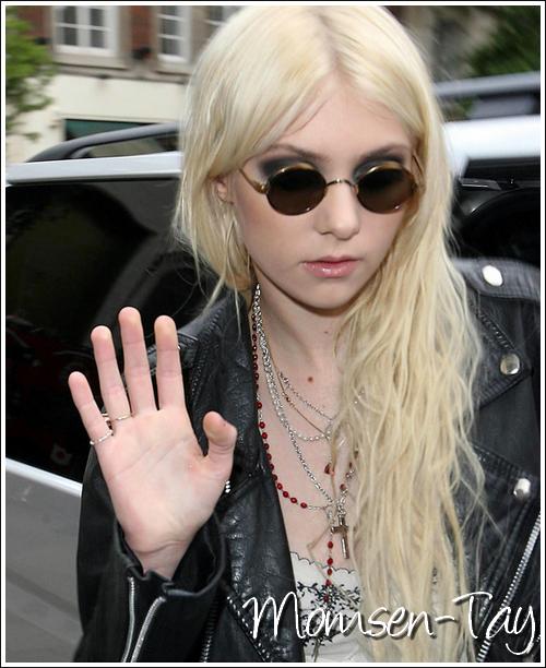.Et sinon c'est quand qu'elle arrête son délire avec les lunettes de John Lennon ?.