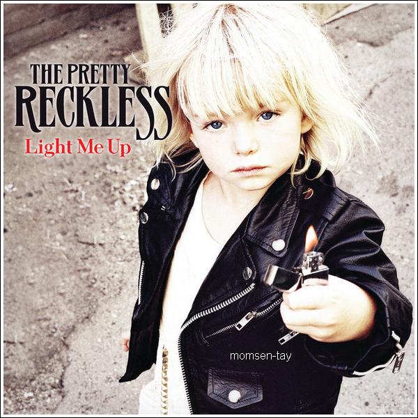 ; Découvrez la couverture et la tracklist de Light Me Up ! Le premier album du groupe sera disponible le 30 Août en Angleterre. ;