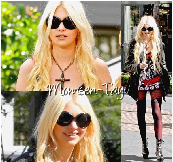 (Taylor, sa cigarette et son garde du corps roux sont allés se ressourcer dans les boutiques de Los Angeles