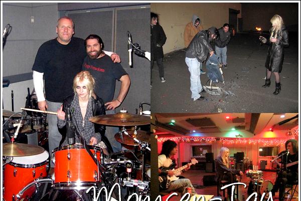.De nouvelles photos personnelles du groupe datant du tournage de Make Me Wanna Die il y a un an viennent d'apparaitre.
