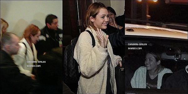 .29/04/11 Miley donnant son premier concert du CGT/GHT à Quito (Equateur).Le spectacle avait l'aire d'être grandiose. Miley toujours aussi extravagante !.