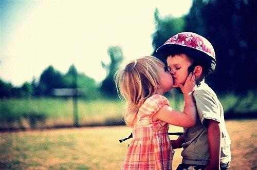 """« Il y a une façon d'embrasser qui veut dire """"je t'aime"""" et une façon d'embrasser qui veut dire """"aime-moi"""". »"""