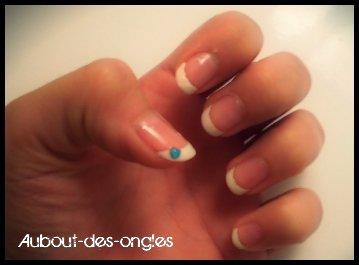 French blanche avec strass bleu