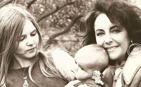 NAOMI bébé,sa mère JOHANNA DAHN et sa grand-mère LIZ TAYLOR