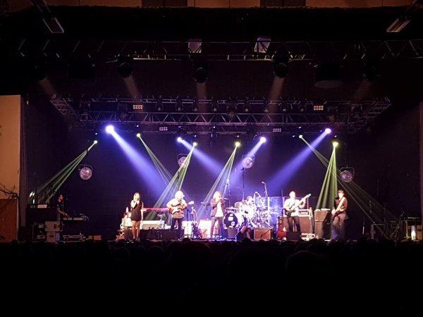 Gwendal en première partie du  concert de Michael Jones part 1