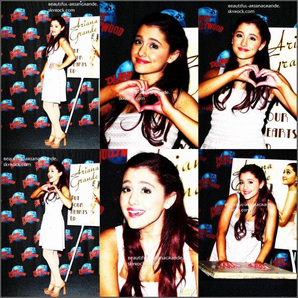 """Ariana était à l'évenement """"Planet Hollywood"""" Elle a laisser ses empruntes de mains ;)"""