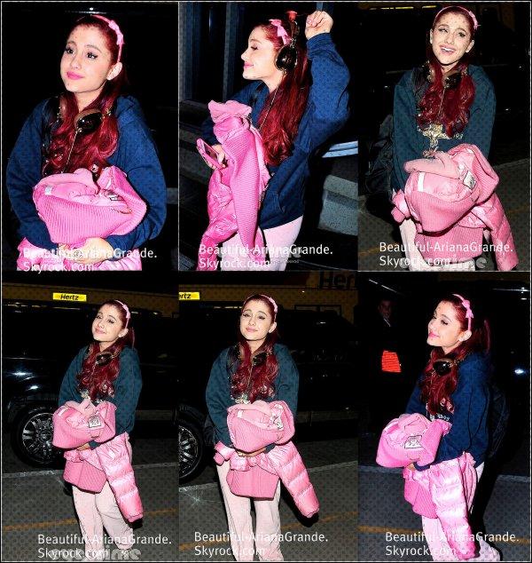 Notre Belle Ariana avait l'air bien fatigué en arrivant à l'aéroport de LAX le 06/04/2012
