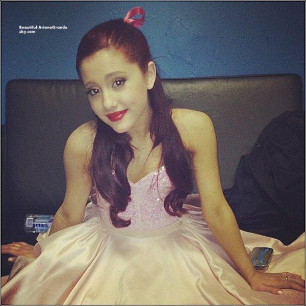 Ariana a postée des nouvelles photos sur son twitter
