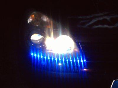 voila du nouveau sur la clio led bleu sous les phare !