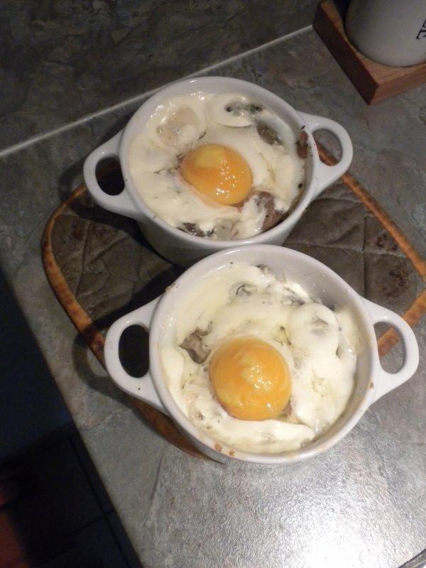 159ème recette : Oeufs cocotte champignons roquefort
