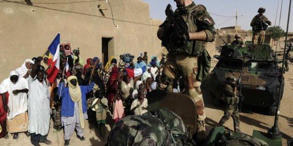 """Mali: l'intervention française a coûté """"plus de 100 millions"""", indique Le Drian"""
