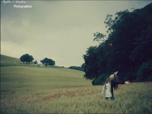 Maintenant je maudis le jour où je t'ai rencontré, j'aurai pas dû te regarder. Si t'es plus là tous ces souvenirs qu'est ce que j'en fais? Je veux juste t'oublier.