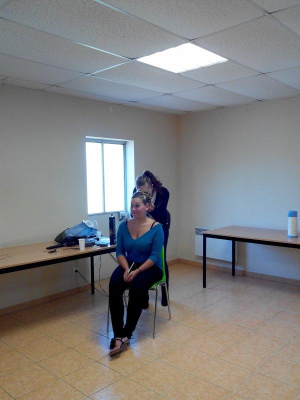jour J vite vite les filles ont se coiffe et se maquille merci aux coiffeuses (Sophie, Fanny et Elodie) et maquilleuse (Doriane)