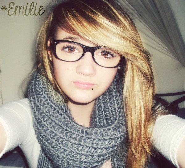 Bref, c'est moi -> Emilie.