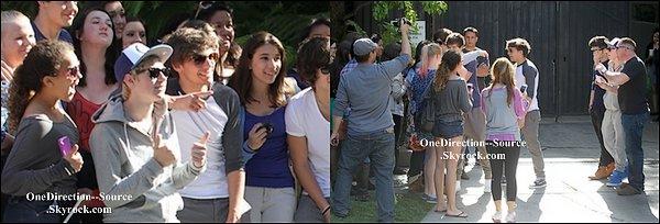 • 04 Avril : - Les garçons arrivant à New York.  - Les garçons posant  avec quelques fans ( très chanceux ) en dehors de leur hôtel à Westwood, en Californie.