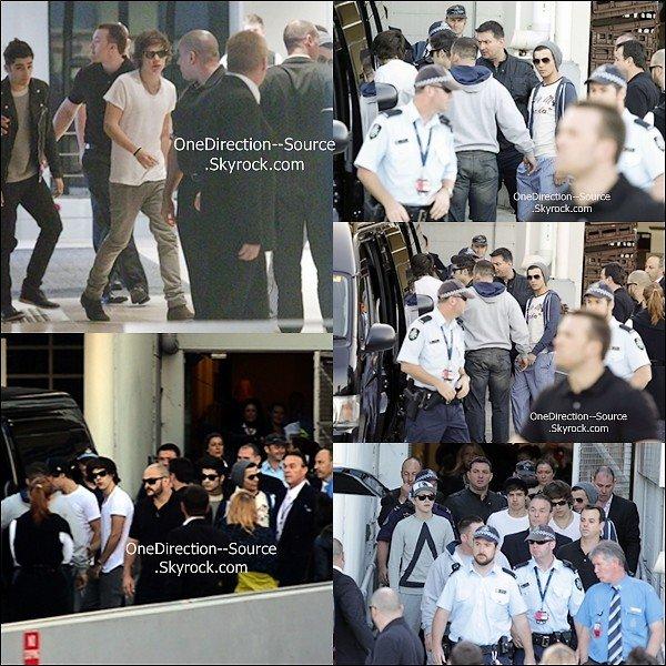 • 10 Avril :  - Les garçons vue de leur Chambre d'hôtel.     - Les garçons  arrivés à Sydney.