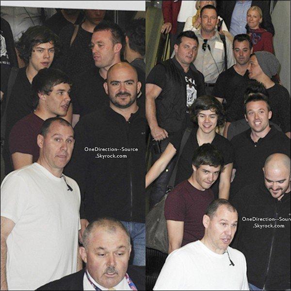• 14 Avril :  - Les garçons en départ de Sydney. • 13  Avril :   - Les garçons en concert à Sydney.  • 12 Avril:  -  Les garçons arrivant au studio Sunrise.