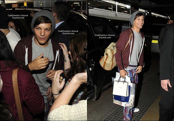 • 24 Avril :  - Les garçons sont arrivée à l'aéroport de Heathrow.( londres )  Après près de 2 mois ou plus, les garçons sont enfin de retour chez eux. Beaucoup de fans étaient présent, malgré leur fatigue nos cinq chouchous gardent le sourire au lèves.