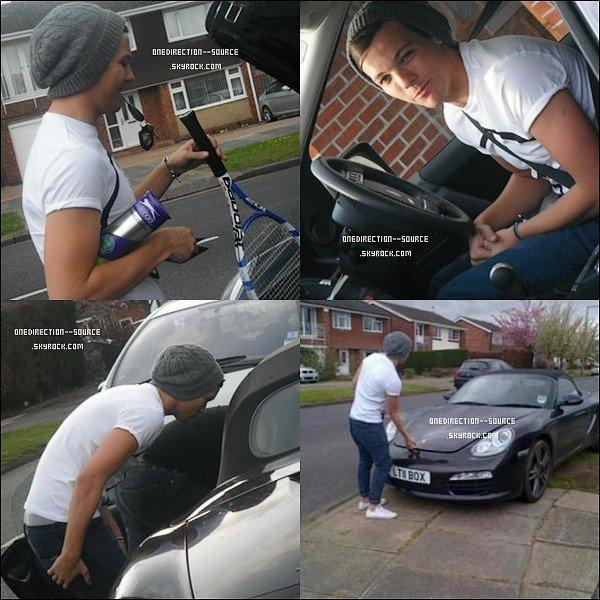 """• 28  Avril : - Niall au """" Derby Match """" .- Louis à Doncaster.  - Liam et Danielle en vacances, au Bahamas."""