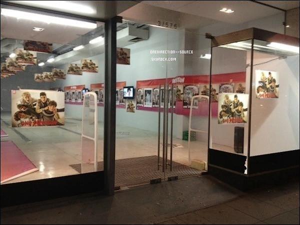 • Hier,  05 Mai.- Niall à Mullingar avec des ami(e)s. - Harry à Londres.    Photos 1D Store qui  va ouvrir dans peu de temps à Melbourn.