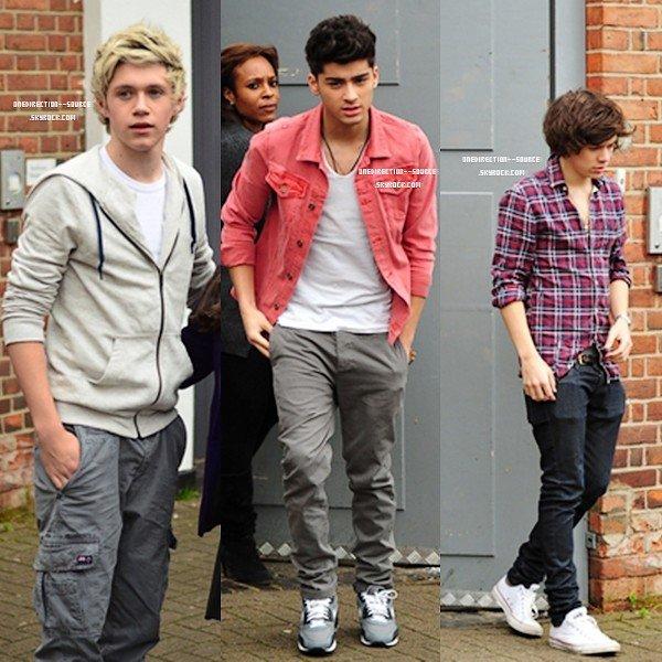 •  09  Mai.Les garçons dans la rue de Londres.