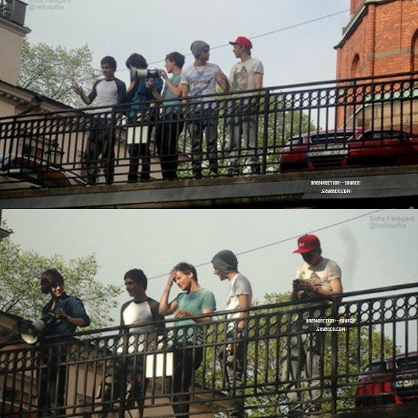•  12 Mai et 13 Mai : Les garcons à Stockholm.  • 11 Mai :  Les garcons au balcon de leur hotel, SUÈDE