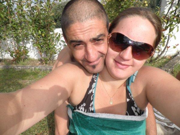 papa maman et bébé dans le ventre a la piscine de fundao au portugal!!
