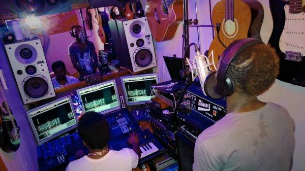 DjRkalo and the mix record Presente  son label de production Bwania Record