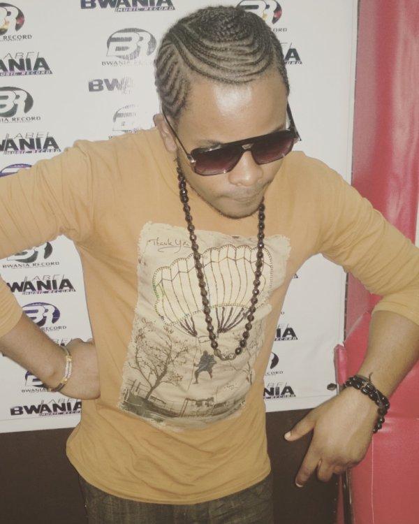 il repond au nom de dj rkalo and the mix titulaire du studio water sound et du label bwania record  il est congolais dela republique democratique du congo dont le studio se trouve a beau marche,  un jeune producteur dela musique RnB,hip pop,afro beat,afro trap,rap etc...il est instrumentiste ou beatmaker,ingenieur de son,son role est d aider la jeunesse congolaiae aimant musique d exploiter leurs talents  juste une petite presentation sur la personne de notre artiste Dj Rkalo