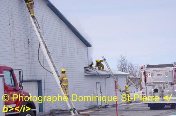 Incendie Majeur dans le 4e rang a St-Bernard de Michaudville ce vendredi 13 mars 2015 15:18