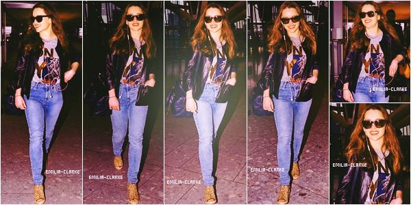 - 20.03.15 : Emilia a été aperçue arrivant à l'aéroport LAX de Los Angeles. Juste avant, elle prenait un vol de Heathrow à Londres. J'aime bien sa tenue, elle est très élégante ! J'aime toutes les pièces de l'ensemble et elles s'accordent très bien. Un top ! ▬ Je vous joins aussi la couverture du prochain numéro du magazine Empire.