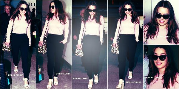 27 Mars 2015  :   De retour au Royaume-Uni, Emilia a été vu à l'aéroport « Heathrow » à Londres :