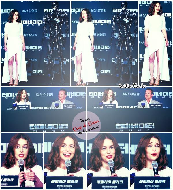 TERMINATOR : GENISYS PROMOTION 01-02 JUILLET 2015 : Bye Bye Los Angeles et Anyoung Haseyo Séoul ! C'est en Corée du Sud qu'Emilia Clarke et Arnold Schwarzenegger ont achevé la promotion du film de l'été ! Les deux partenaires se sont rendus à l'Avant Première  (02/07) en présence de nombreux fans. La veille (01/07),  ils ont également assisté à la Conférence de Presse  :