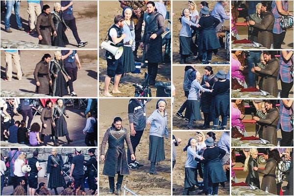 __________________________________________ 25.10.2016 ◎ ON GAME OF THRONES SET Encore des petites nouvelles d'Emilia sur le tournage de Game of Thrones. Je crois que c'est la première année où on en a autant, cela fait plaisir ! Cette fois-ci, elle tournait à Zumaia toujours au Pays-Basque (Espagne). On peut la voir en compagnie de Kit Harington (Jon Snow). La belle est toute guillerette sur les photos, j'adore ! Elle a l'air de bien profiter et on peut voir une vraie belle complicité avec Kit. J'espère que nous aurons d'autres photos ! Qu'en pensez-vous ?