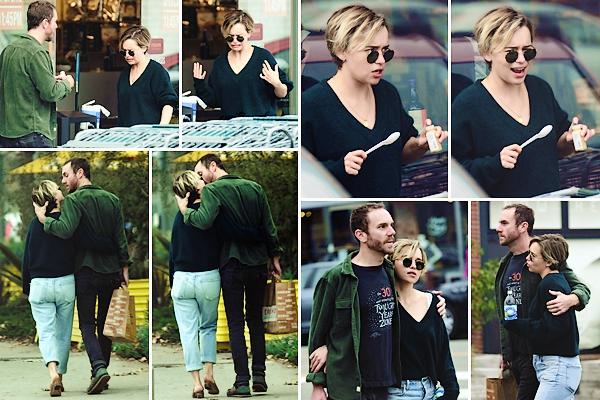 • out and about ▬ Los Angeles : 04.11.18 : Emilia a été aperçue se promenant dans les rues de Los Angeles avec son nouveau petit-ami Charlie McDowell. Déjà, j'adore les mimiques de la belle sur les photos, elle me fait rire aha Sinon, le couple est tout mignon et attendrissant ensemble, je suis contente pour miss Clarke. Pour la tenue, de ce qu'on en voit, c'est un petit top. J'aime assez son pull ! Qu'en pensez-vous ?
