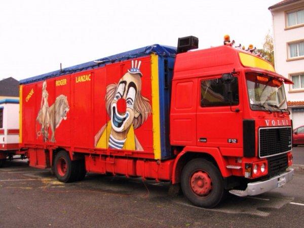 Ce camion du cirque lanzac me rappel mon enfance